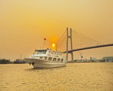 Ngắm hoàng hôn trên sông Sài Gòn