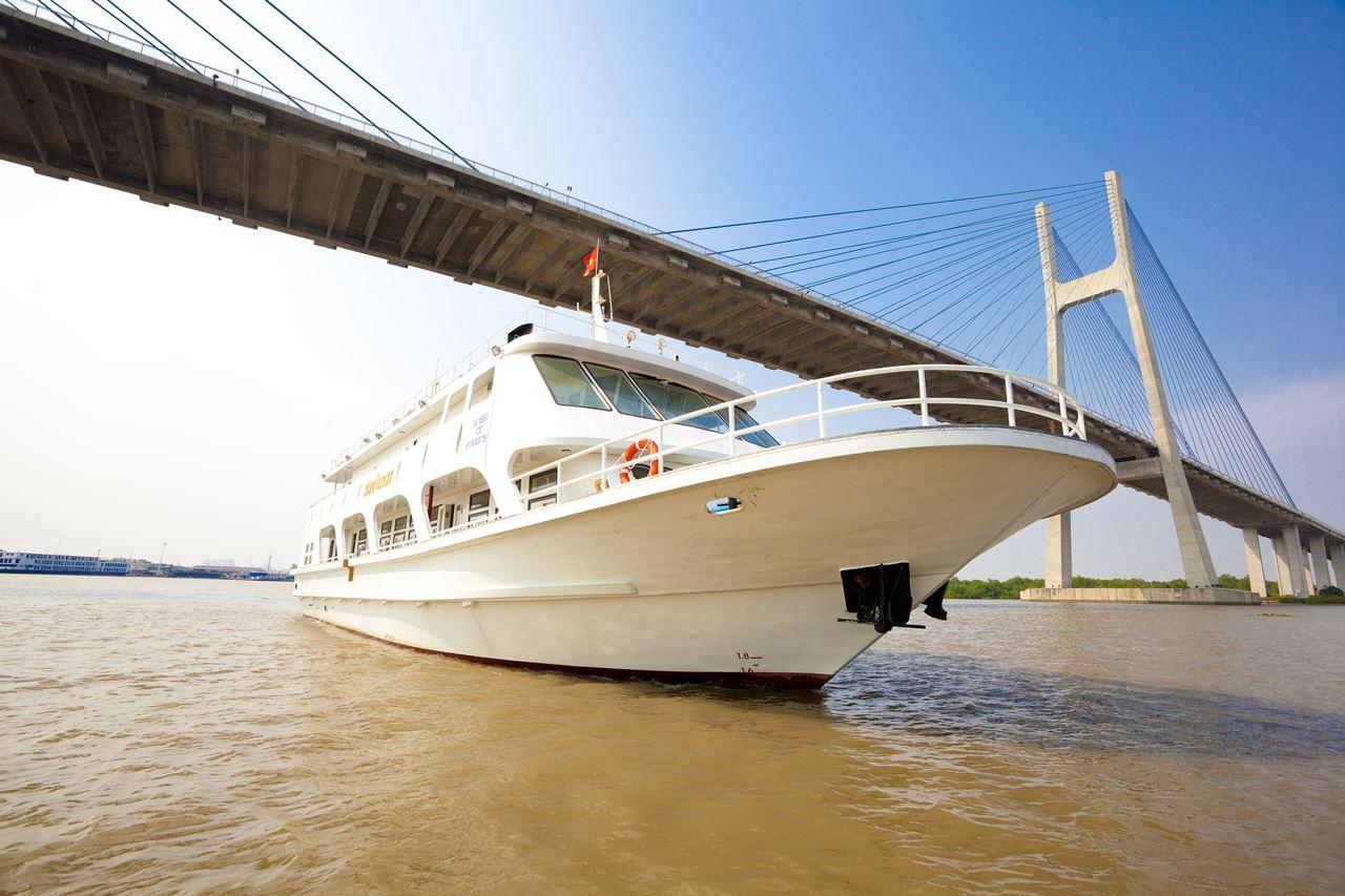 Du thuyền King Yacht trên sông Sài Gòn - Báo Tuổi Trẻ